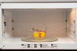 mikrodalgayı limonla temizleme